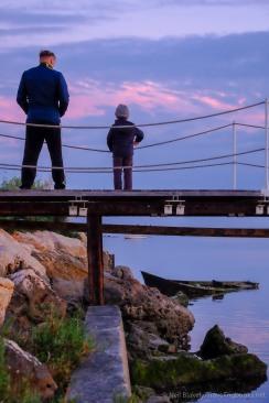 watching-the-sunset_32152296824_o